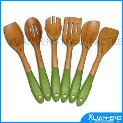 Cuchara de silicona con mango de bambú