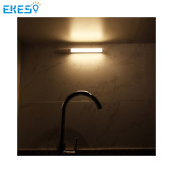 Ekest Ek-HBI-015-A مصباح LED خزانة الصين تصنيع مصباح داخلي قابل لإعادة الشحن إضاءة مستشعر LED تحت خزانة الملابس المستخدمة في غرفة الغسيل