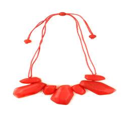 Collana delle donne rosse irregolari geometriche creative della ghiaia di modo
