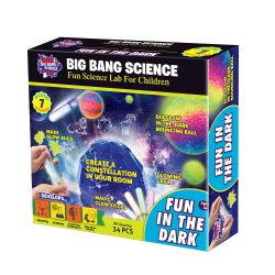 Fertigkeit spielt Spaß in der Dunkelheit für Kinder