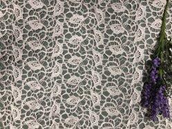 Neueste bunte Polyester-Stickerei-chemisches Spitze-Gewebe-Milch-Garn für modernes Kleid