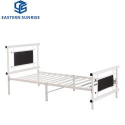 Salle de séjour sur la vente de meubles lit unique en métal