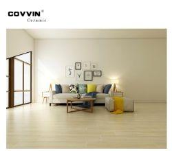 木製の板タイルの材木は陶磁器の床のタイルを見る