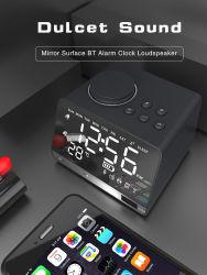 Будильник гарнитуры Bluetooth с помощью зарядного устройства USB станции в холодную погоду