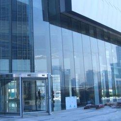 高い安全性を備えた、鉄工強化ガラス製建物用