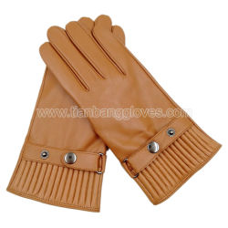 Snap ButtonsおよびAccordion Shaped CuffのAdjustable Strapの方法MenのLeather Glove