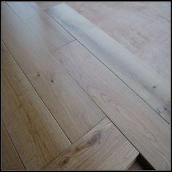 أرضية خشبية صلبة من خشب البلوط الأبيض الطبيعي من نوع UV Lacquer