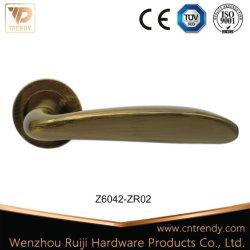 ローズ(Z6220-ZR02)が付いているローズの金のコーヒードアハンドルのZamakのレバーロックのハンドル