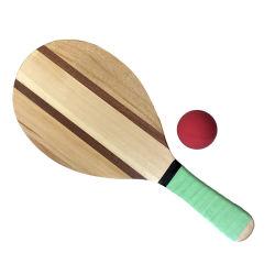 La playa de madera de alta calidad con la raqueta de paddle, las bolas en buen precio