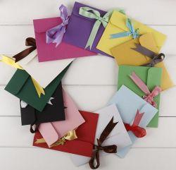 Envelopes do cartão do presente da coloração com Bowknots