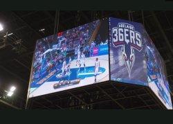 P3.91 LEDの立方体の表示を広告する屋内Four-Sidedバスケットボールの競技場