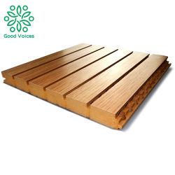 防音の穴があいた装飾的な細長かった木の材木音響MDFの吸音力の壁のパネル・ボード