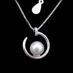 Ronda Pérola prateado beiral infinito situada entre um colar de pérolas com em Forma de Coração
