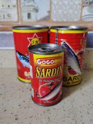 Eingemachte essbare Meerestiere eingemachte Sardine-Fisch-heiße Verkaufs-Fabrik-direkter Preis-Sardine-Fische in der Tomatensauce 155g im roten Zinn