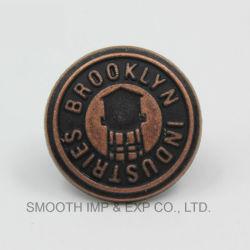 金属の工場はジーンズの強く急なジャケットボタンのバッジの衣服をリベットで留める