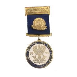 К услугам гостей Custom присуждена старинной золотую медаль для празднования