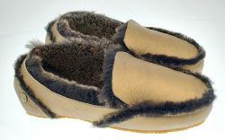 冬の女性標準的な金属のブート。 高品質の革綿毛Ugg滑り止めのUgg Footware。 標準的な小型冬の暖かい足首のブート