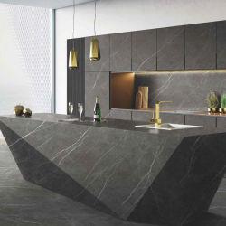 Fabrication professionnelle granit artificiel naturel couleur foncée gris et noir Marbre Sintered Stone Island Kitchen comptoir Bar avec bassin et Évier personnalisé