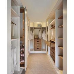 Puertas correderas armario ropero con asas y diseño de iluminación