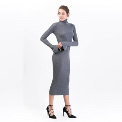 女性のタートル・ネックの流行のMerinoウールは流行の袖によって長服を着る; 女性は長く服を暖める