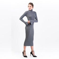 Les femmes à la mode à col roulé laine mérinos robe longue avec manchon élégant