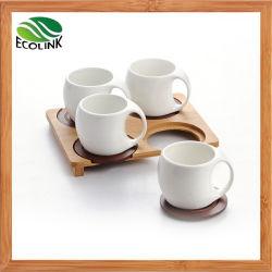 陶磁器のティーカップのコーヒーカップはタケ受皿によってセットした