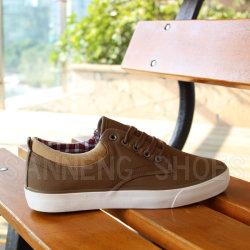 La suela de caucho vulcanizado modelo elegantes Zapatos de lona para los hombres (CNS-03025)