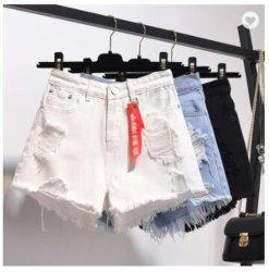 La vendita calda Jean delle donne popolari mette le donne in cortocircuito per i pantaloni di scarsità del denim delle donne all'ingrosso