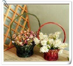 Плетеная цветочными корзинами