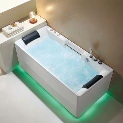 persona del doppio di lunghezza di 1.7m che bagna la vasca da bagno dell'acrilico di massaggio