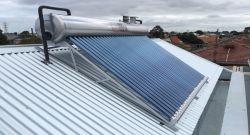 Monté sur le toit avec tube sous vide Solaires chauffe-eau solaire