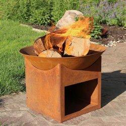 Im Freienkamin Corten Stahl BBQ mit hölzerner Speicherung