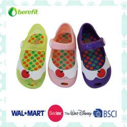 Différentes couleurs de la gelée de chaussures en PVC pour enfants