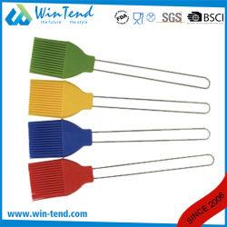 ベーキングのための熱い販売LFGBの証明書のシリコーンのブラシおよびワイヤーハンドルが付いているBBQ