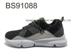 Il nuovo disegno mette in mostra i pattini esterni degli uomini delle scarpe da tennis di comodità della maglia di stile