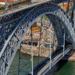 Estructura de acero un puente peatonal de la estructura de acero Edificio en venta