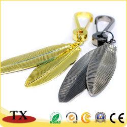 Hoja de alta calidad forma Llavero de metal en oro y negro