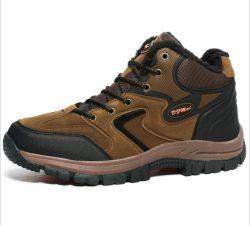 Kletternde Schuh-Mann-im Freien wandernde Turnschuh-athletische Fußbekleidung-Arbeits-Aufladungen