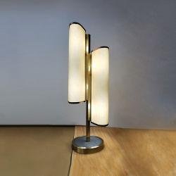 Plating Metallsäule und Stoff Schatten mit Acryl Tischleuchte.