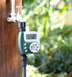 Arrosage de jardin d'une sortie de l'irrigation électronique automatique Minuteur du contrôleur