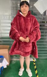 스웨트셔츠와 셰르파 셔츠는 부드럽고 따뜻한 아이와 어른을 위한 셔츠입니다 후디 담요 파자마