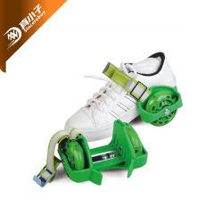 2車輪のスケートで滑るスポーツのための調節可能な点滅のローラースケートの靴