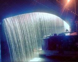 Puente de acero inoxidable de caída de agua con luz LED RGB