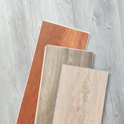 Wunderschöne 4,2mm 4,5mm PVC Luxus starre Plank Verriegelung Boden mit IXPE-Pad