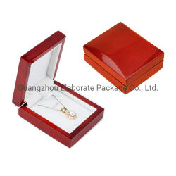カスタマイズされた小さい光沢のある仕上げのチェリーの固体赤い木製の宝石類のネックレスの鎖の記憶の陳列ケース