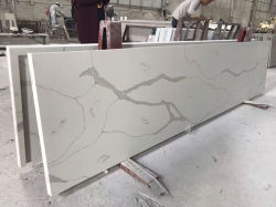 Partie supérieure du comptoir de cuisine de pierre de quartz de Calacatta avec de divers profils de bord