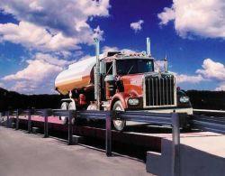 이동하는 트럭을%s 움직임에서 무게를 달기