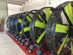 Big mobiles industriels sur le plancher de salle de gym du ventilateur