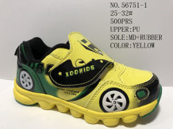 Les enfants Stock chaussures de sport avec la lumière à l'intérieur