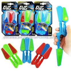 熱い販売LEDフリップFinzの圧力の救済者は回転の蝶ナイフのおもちゃをトリックする
